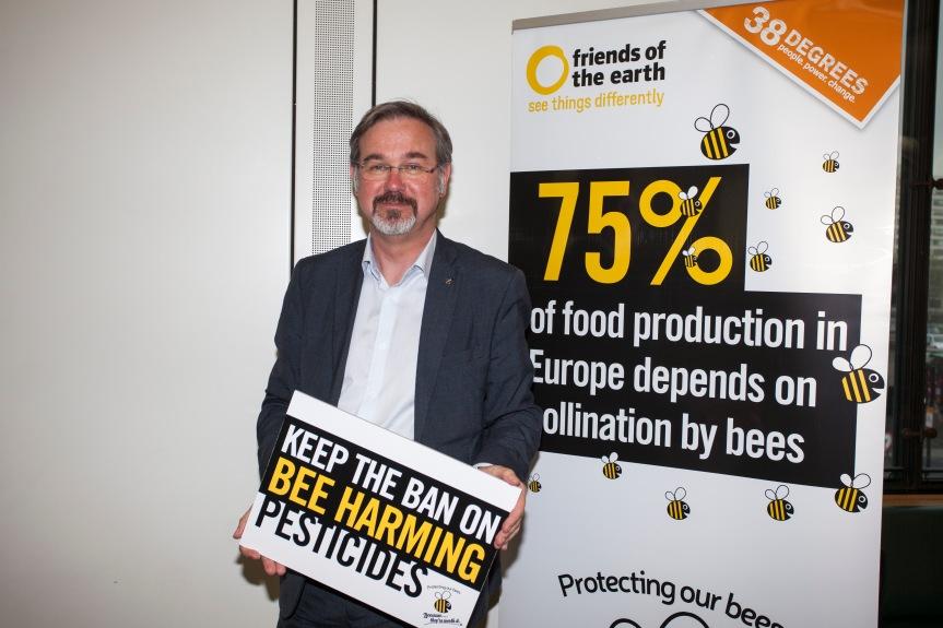 'Keep the ban on bee harmingpesticides'